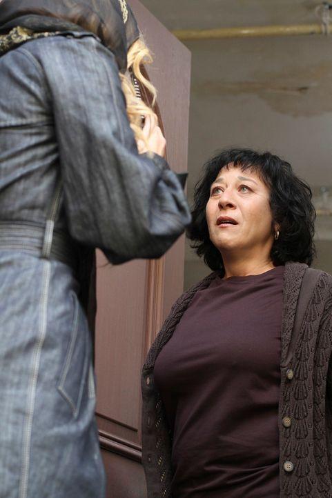 Rose (Suzanne Costollos, r.) ist völlig überrascht, als plötzlich ihre Tochter Angie (Drea de Matteo, l.) vor ihr steht ... - Bildquelle: ABC Studios