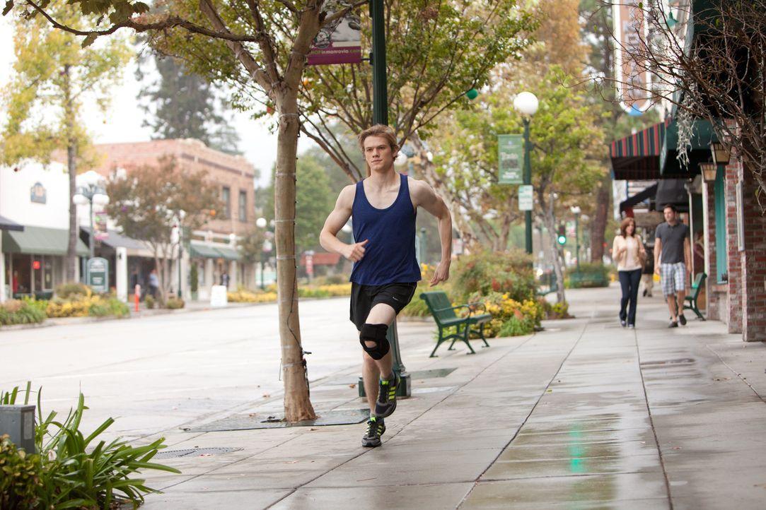 Scott (Lucas Till) ist fest davon überzeugt, dass nur Erfolg im Sport ihm die Tore zum College öffnet. Darum trainiert er wie besessen und bemerkt g... - Bildquelle: Squareone/Universum