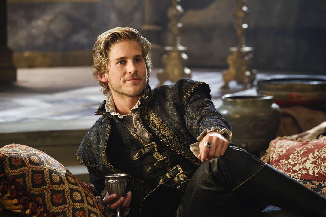Prinz Henri (Nick Slater) ist an den Hof zurückgekehrt und unternimmt alles, um seinen Bruder König Charles vom Thron zu stoßen ... - Bildquelle: Ben Mark Holzberg Ben Mark Holzberg/The CW -   2017 The CW Network, LLC. All Rights Reserved.