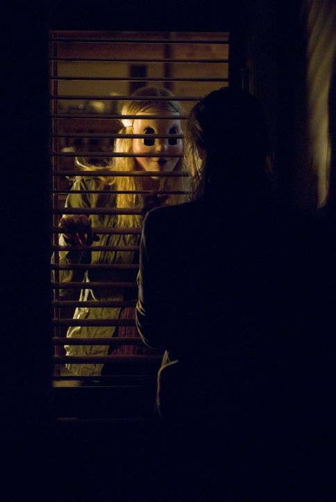 Eigentlich wollten Kristen (Liv Tyler, r.) und James ein romantisches Wochenende in dem einsam gelegenen Häuschen seiner Eltern verbringen. Doch na... - Bildquelle: Glenn Watson 2007 Focus Features LLC.  All Rights Reserved.