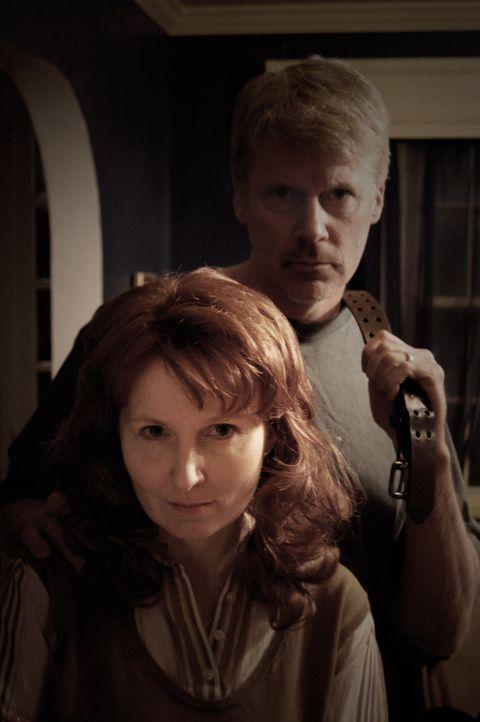 Hat das Ehepaar Knotek wirklich mehrere Menschen ermordet und hinter ihrem Haus vergraben? - Bildquelle: M2 Pictures