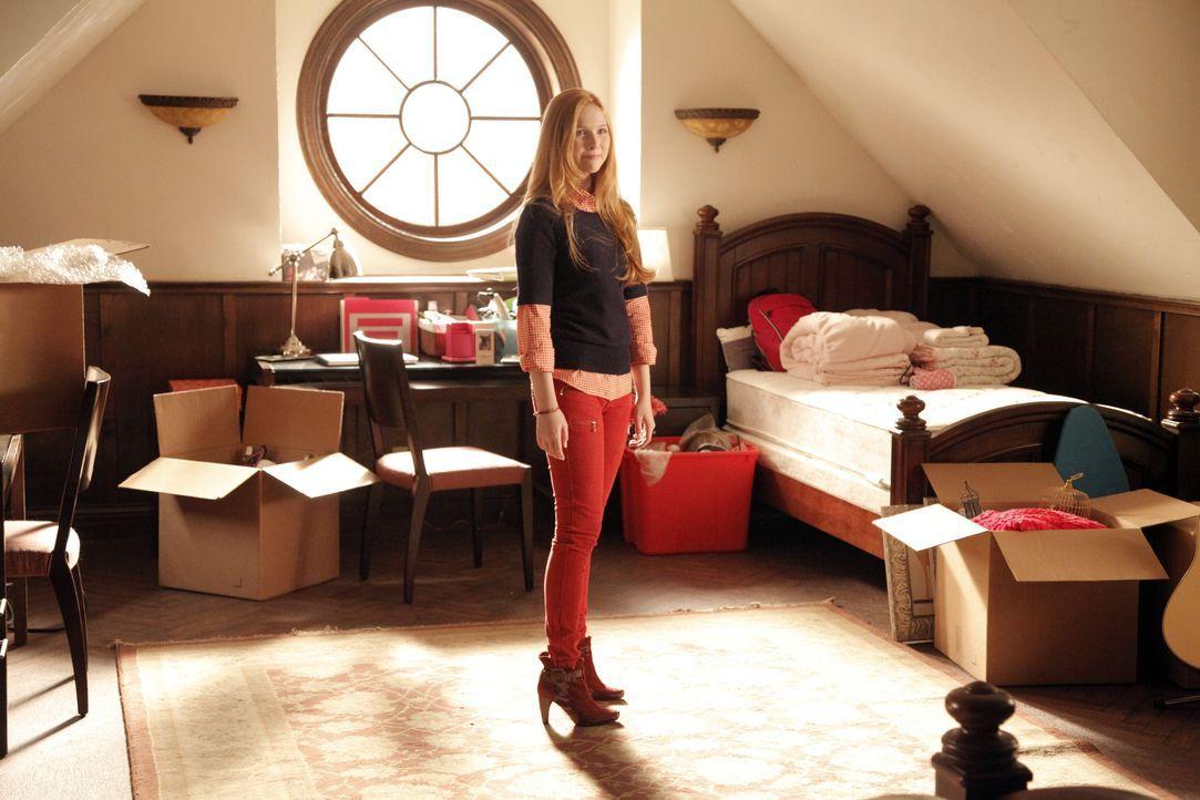 Alexis (Molly C. Quinn) bereitet sich auf ihren Auszug ins Studentenwohnheim vor ... - Bildquelle: 2012 American Broadcasting Companies, Inc. All rights reserved.