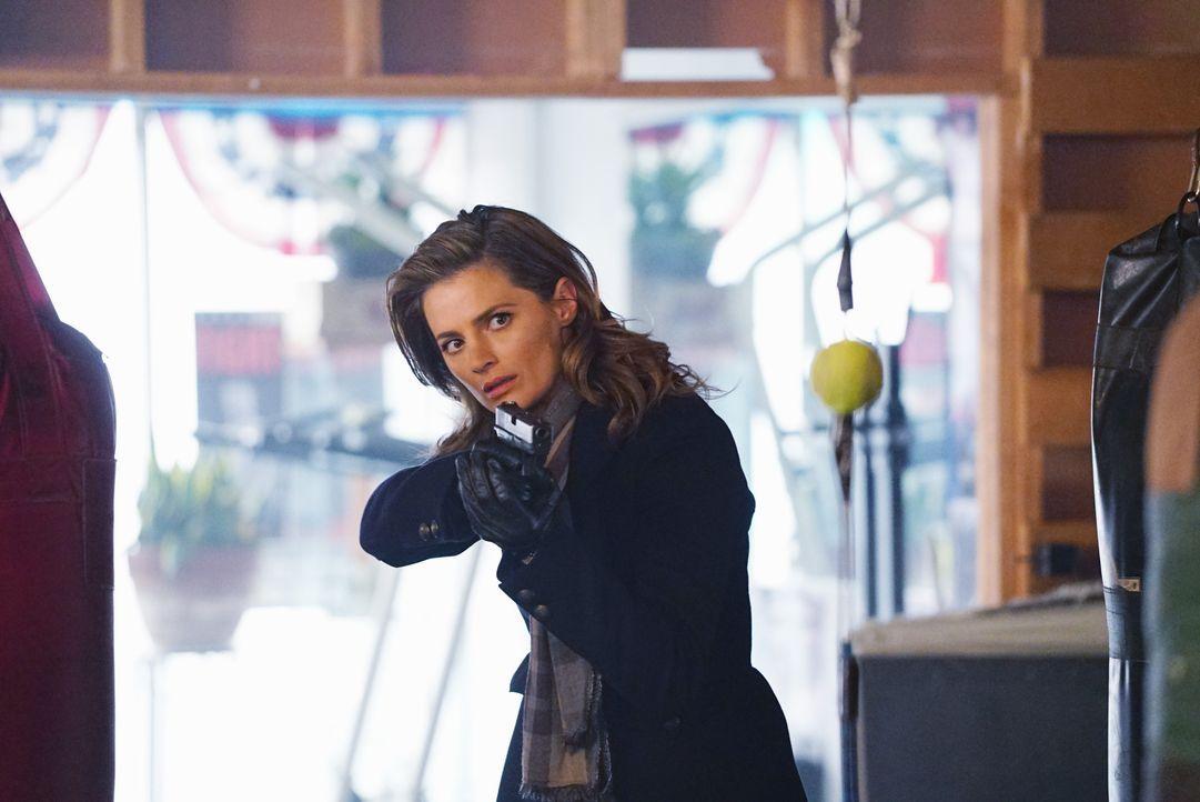 Eigentlich will Kate (Stana Katic) ihre neue Kollegin aus den Händen gemeiner Schläger retten. Jedoch ahnt sie nicht, wozu Zhang fähig ist ... - Bildquelle: Richard Cartwright ABC Studios / Richard Cartwright