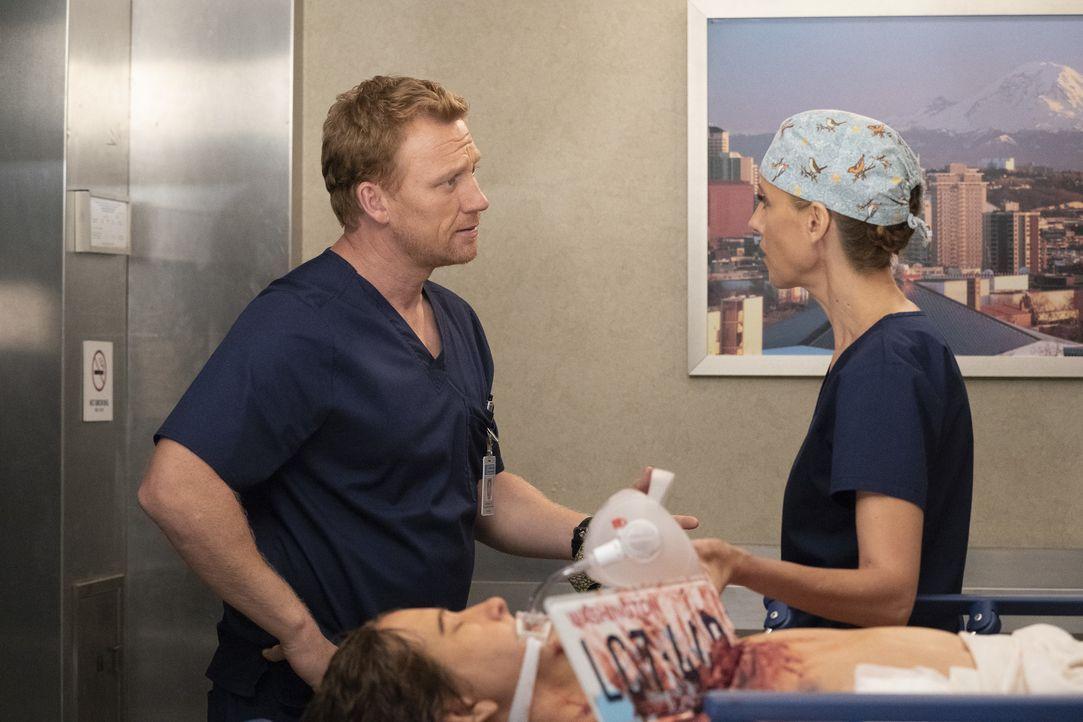 Dr. Owen Hunt (Kevin McKidd, l.); Dr. Teddy Altman (Kim Raver, r.) - Bildquelle: Mitch Haaseth ABC Studios / Mitch Haaseth