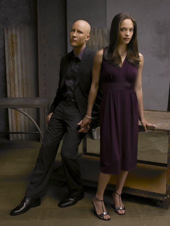 Trotz all der Dinge, die der skrupelose Lex (Michael Rosenbaum, l.) verbrochen hat, verliebt sich Lana (Kristin Kreuk, r.) in ihn ... - Bildquelle: Warner Bros.
