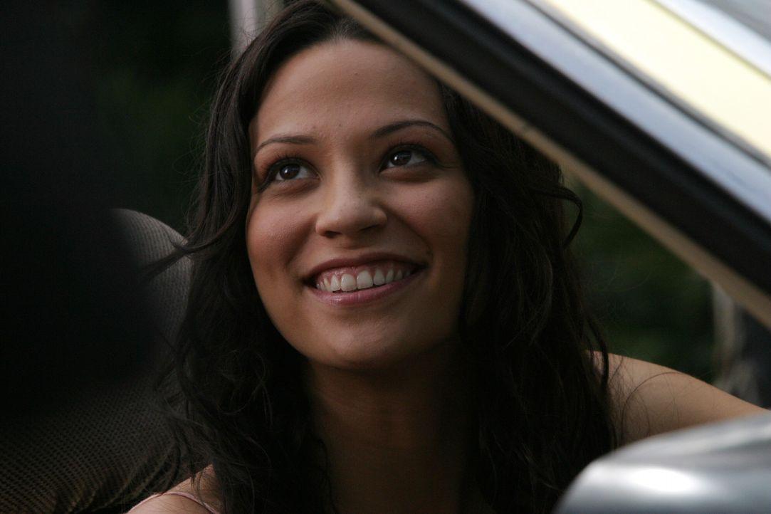 Da Sandy keine andere Möglichkeit mehr sieht, bittet er Ryan, der mittlerweile mit der schwangeren Theresa (Navi Rawat) in Chino wohnt, Seth zurüc... - Bildquelle: Warner Bros. Television