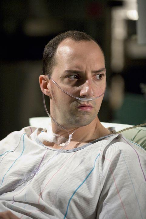Hat sich verletzt, als er in einen Schacht gesprungen ist, um eine Frau zu retten: Norman Chapman (Tony Hale) ... - Bildquelle: Warner Bros. Television