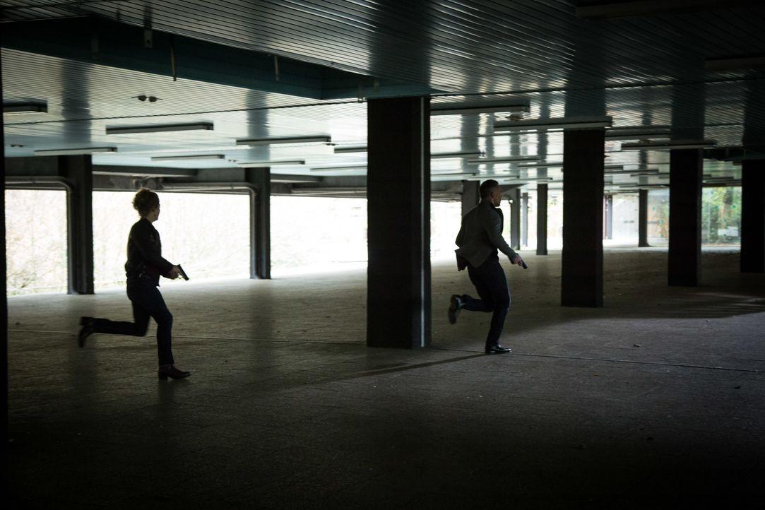 Jede Minute zählt: Das Ermittlerteam geht einer heißen Spur im Fall des vermissten Jungen nach ... - Bildquelle: Eloïse Legay 2016 BEAUBOURG AUDIOVISUEL / Eloïse Legay