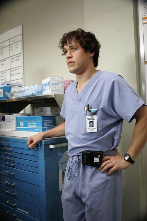 Nur eine sehr teure Operation kann Joes Leben retten, doch der kann sie eigentlich nicht bezahlen. Das bringt George (T.R. Knight) auf eine Idee ... - Bildquelle: Touchstone Television