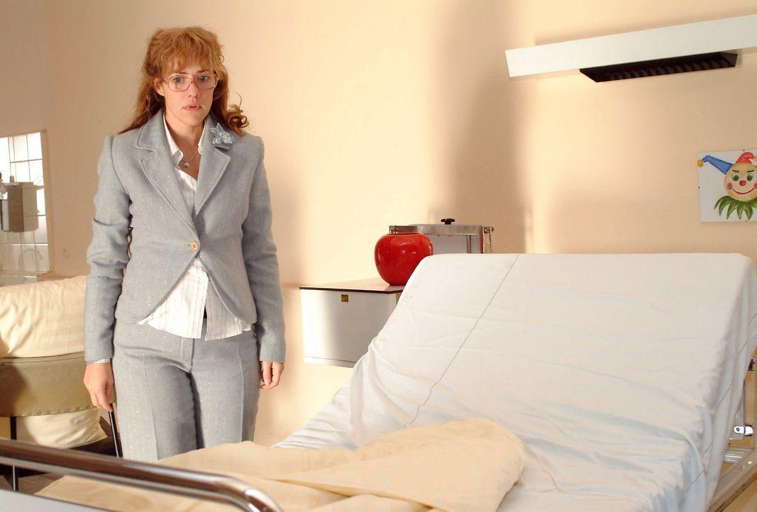Lisa (Alexandra Neldel) ist entsetzt, als sie sieht, dass Yvonnes Bett leer ist. (Dieses Foto von Alexandra Neldel darf nur in Zusammenhang mit der... - Bildquelle: Noreen Flynn SAT.1 / Noreen Flynn