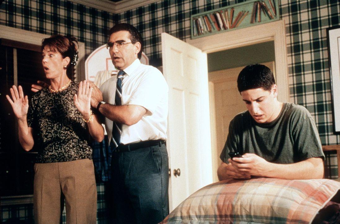 Auf Jims (Jason Biggs, r.) Eltern (Eugene Levy, M., Molly Cheek, l.) wartet noch eine echte Überraschung ... - Bildquelle: Constantin Film
