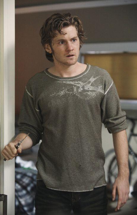 Paul, dem nun klar ist, dass Zach (Cody Kasch) auf ihn angeschossen hat, versucht verzweifelt, seinen Sohn zu finden. Da er keine Ahnung hat, wo er... - Bildquelle: ABC Studios