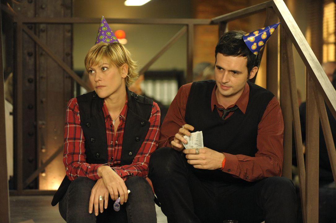 Müssen einen neuen Fall lösen: Fred (Vanessa Valence, l.) und Hyppolite (Raphaël Ferret, r.) ... - Bildquelle: 2008 - Beaubourg Audiovisuel/BeFilms/RTBF (Télévision Belge)