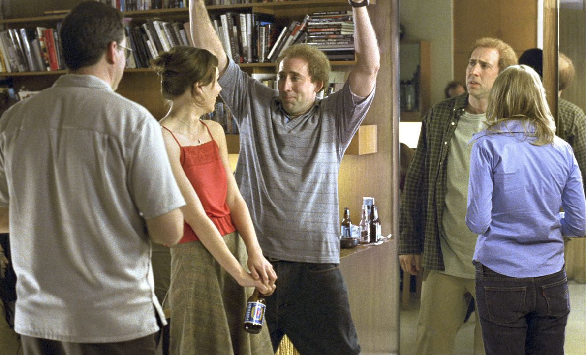 Der Drehbuchautor Charlie Kaufman (Nicolas Cage, 2.v.r.) wird von Selbstzweifeln geplagt. Als er den Auftrag annimmt, den auf Tatsachen basierenden... - Bildquelle: 2003 Sony Pictures Television International