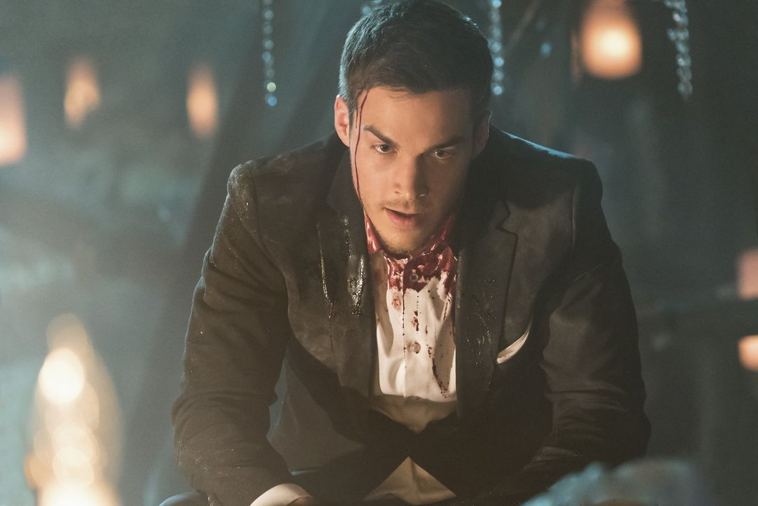Kai (Chris Wood) regelt seine Familienangelegenheiten auf seine ganz eigene Art und Weise ... - Bildquelle: Warner Bros. Entertainment, Inc