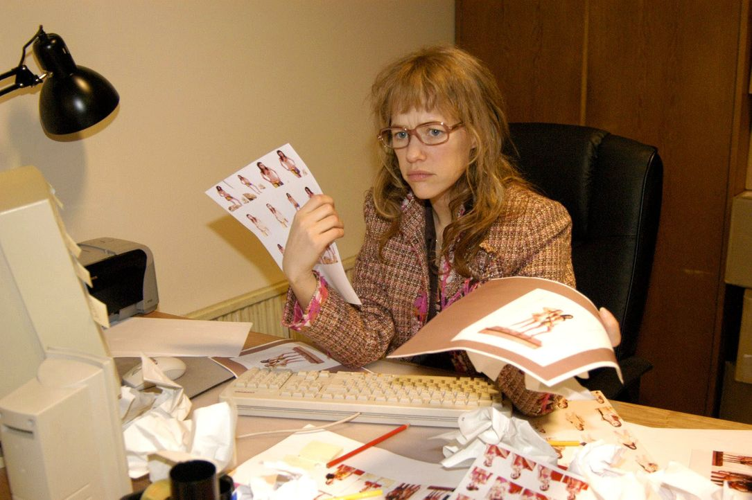 Lisa (Alexandra Neldel) ist völlig verzweifelt: Da Sabrina ihr wichtige Informationen vorenthalten hat, muss sie über Nacht eine wichtige Präsentati... - Bildquelle: Noreen Flynn SAT.1 / Noreen Flynn