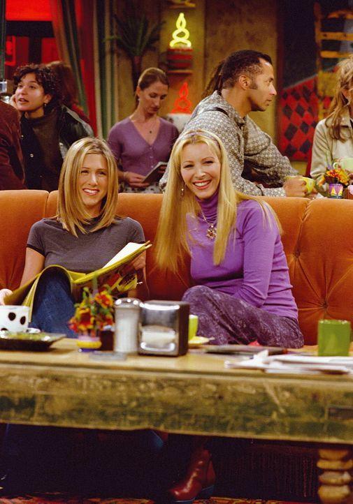 Schadenfreude: Rachel (Jennifer Aniston, l.) und Phoebe (Lisa Kudrow, r.) freuen sich sehr darüber, dass die Verlobung von Phoebes Schwester geplat... - Bildquelle: TM+  WARNER BROS.