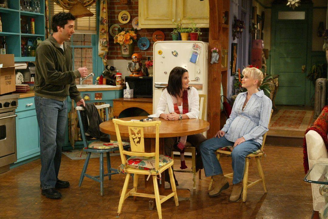 Warten aufs Baby: Ross (David Schwimmer, l.), Monica (Courteney Cox, M.) und Erica (Anna Faris, r.) ... - Bildquelle: Warner Bros. Television