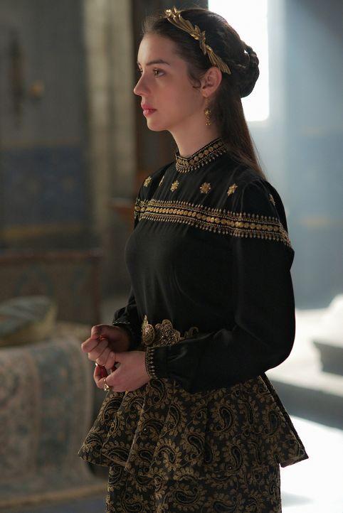Francis macht Mary (Adelaide Kane) für Frankreichs Mangel an kampffähigen Truppen verantwortlich. Hat er doch nur für sie zahlreiche Soldaten nach S... - Bildquelle: Sven Frenzel 2014 The CW Network, LLC. All rights reserved.