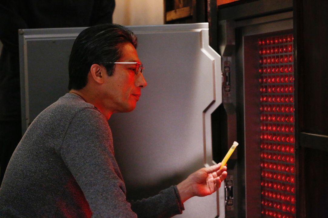 Langsam wird John klar, welche Pläne Hideki Yasumoto (Hiroyuki Sanada) hat. Der Wissenschaftler hat es irgendwie geschafft, seinen Alterungsprozess... - Bildquelle: Robert Voets 2014 CBS Broadcasting, Inc. All Rights Reserved