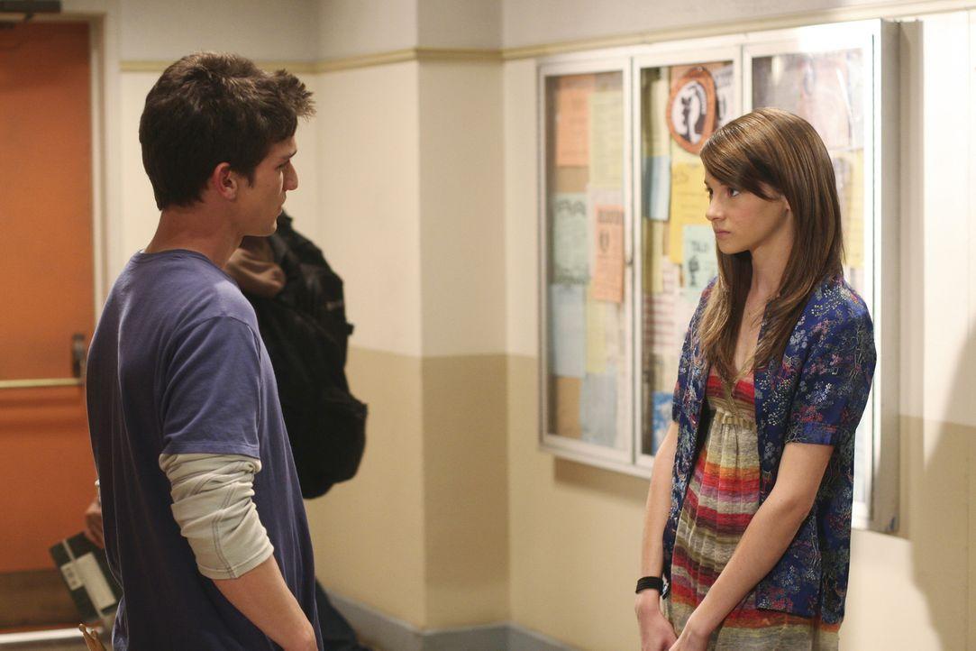 Ricky (Daren Kagasoff, l.) weiß noch nicht, dass Amy (Shailene Woodley, r.) schwanger ist - und schon garnicht, dass er der Vater ist... - Bildquelle: ABC Family