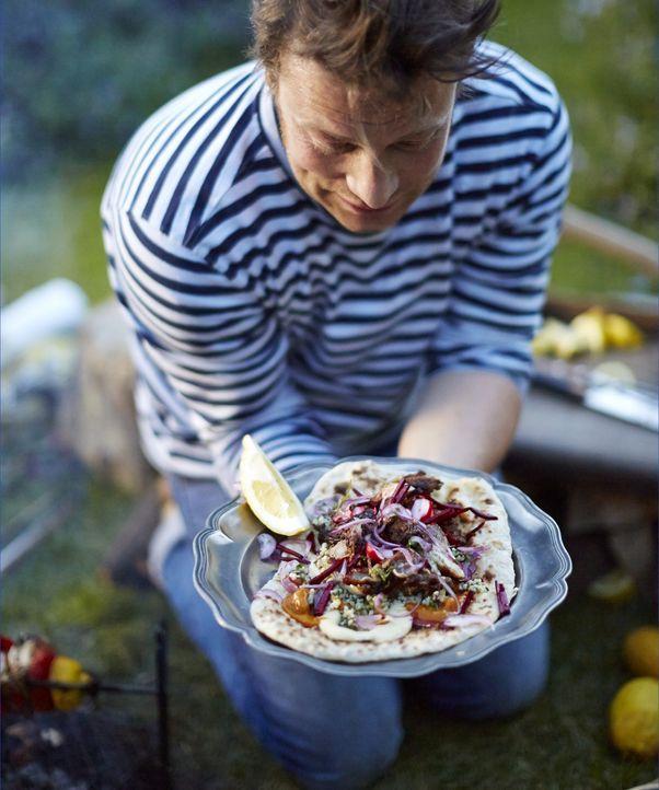 Ein gigantisches Hähnchen Kebab mit Amba Sauce, sanftem Hummus, krautartigem Taboulé, Gewürzgurken und Fladenbrot wird der krönende Abschluss bei Ja... - Bildquelle: FRESH ONE PRODUCTIONS MMXIV