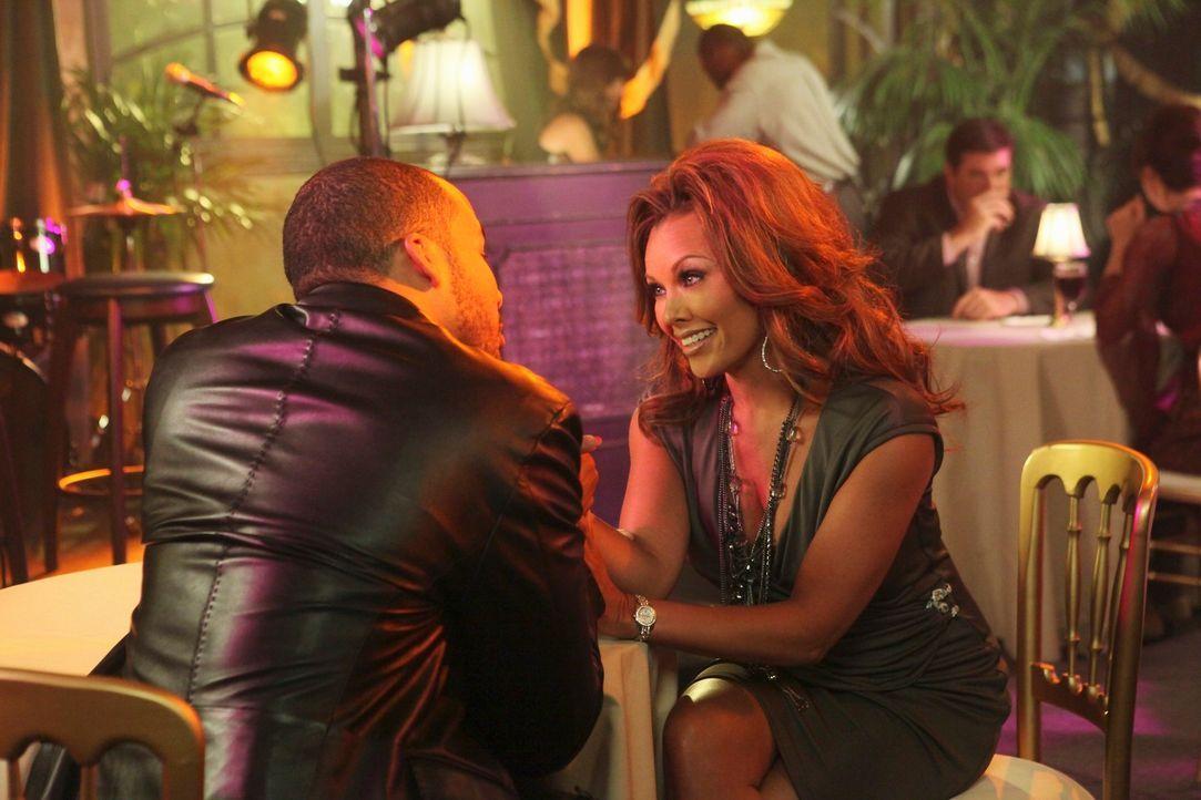 Während sich Renee (Vanessa Williams, r.) und Doug Perry (Reggie Austin, l.) wieder näher kommen, kann Bree mit ihrem jungen Lover Keith nicht mitha... - Bildquelle: ABC Studios