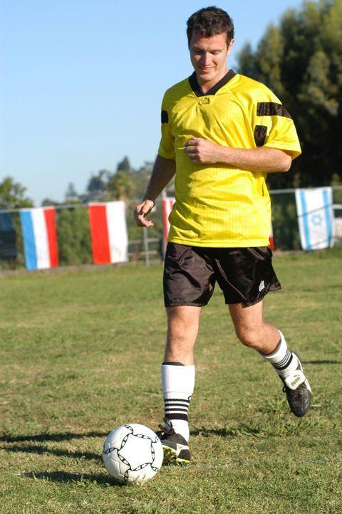 Findet schon bald seinen Meister: der ehemalige Fußballgott Bryan MacGreggor (Nick Moran) ... - Bildquelle: 2006 Sony Pictures Television International