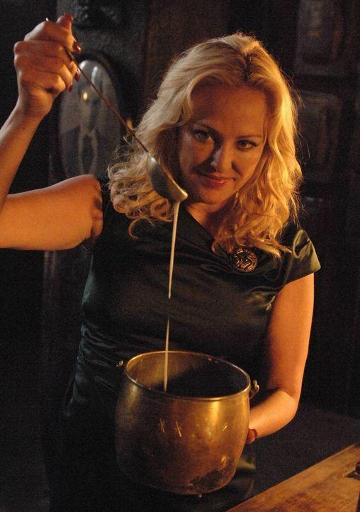 Wird es Penelope (Virginia Madsen) gelingen, ihre schreckliche Rache zu nehmen? - Bildquelle: 2013 Lifetime Entertainment Services, LLC. All rights reserved.