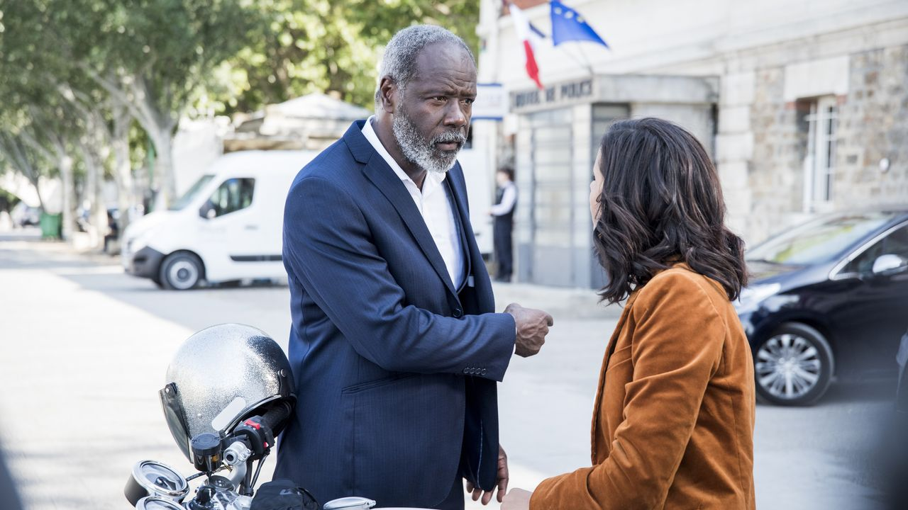 Lamarck (Jean-Michel Martial, l.); Elisa Bergman (Shy'm, r.) - Bildquelle: Nicolas Roucou 2019 BEAUBOURG AUDIOVISUEL / TF1 / Nicolas Roucou