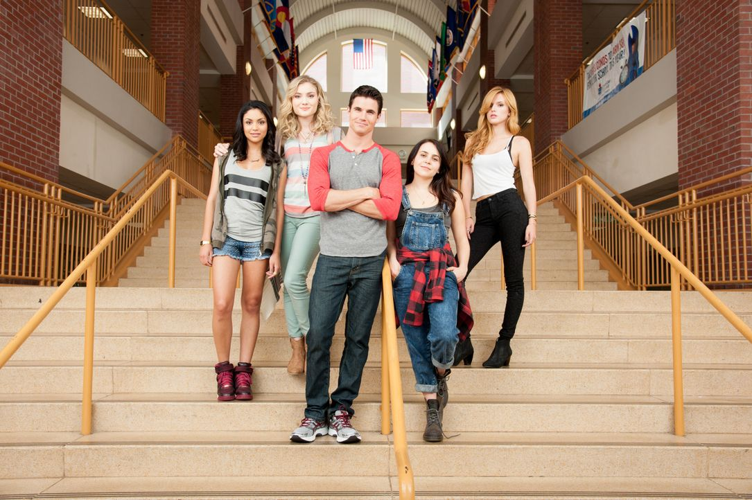 Das Leben an der High-School ist alles andere als einfach. Das merken auch (v.l.n.r.) Casey (Bianca A. Santios), Jess (Skyler Samuels), Wesley (Robb... - Bildquelle: 2015 Granville Pictures Inc. ALL RIGHTS RESERVED.