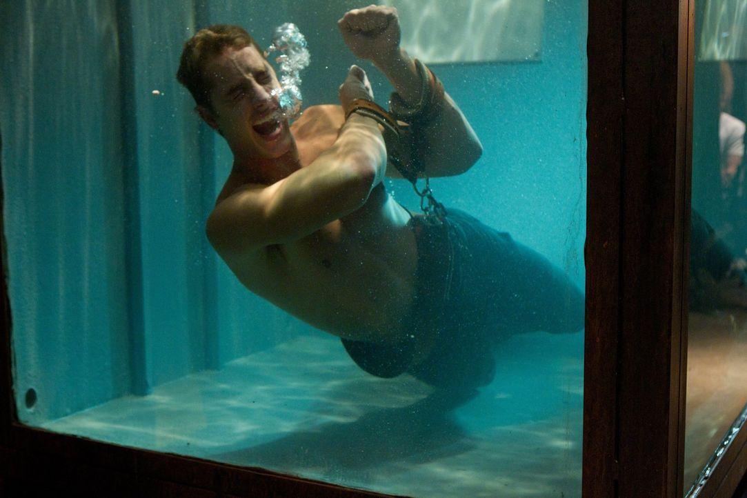 Registration von Superhelden? Oliver (Justin Hartley) ist neugierig, was passiert, wenn er das neue Gesetz befolgt und muss mit den Konsequenzen käm... - Bildquelle: Warner Bros.