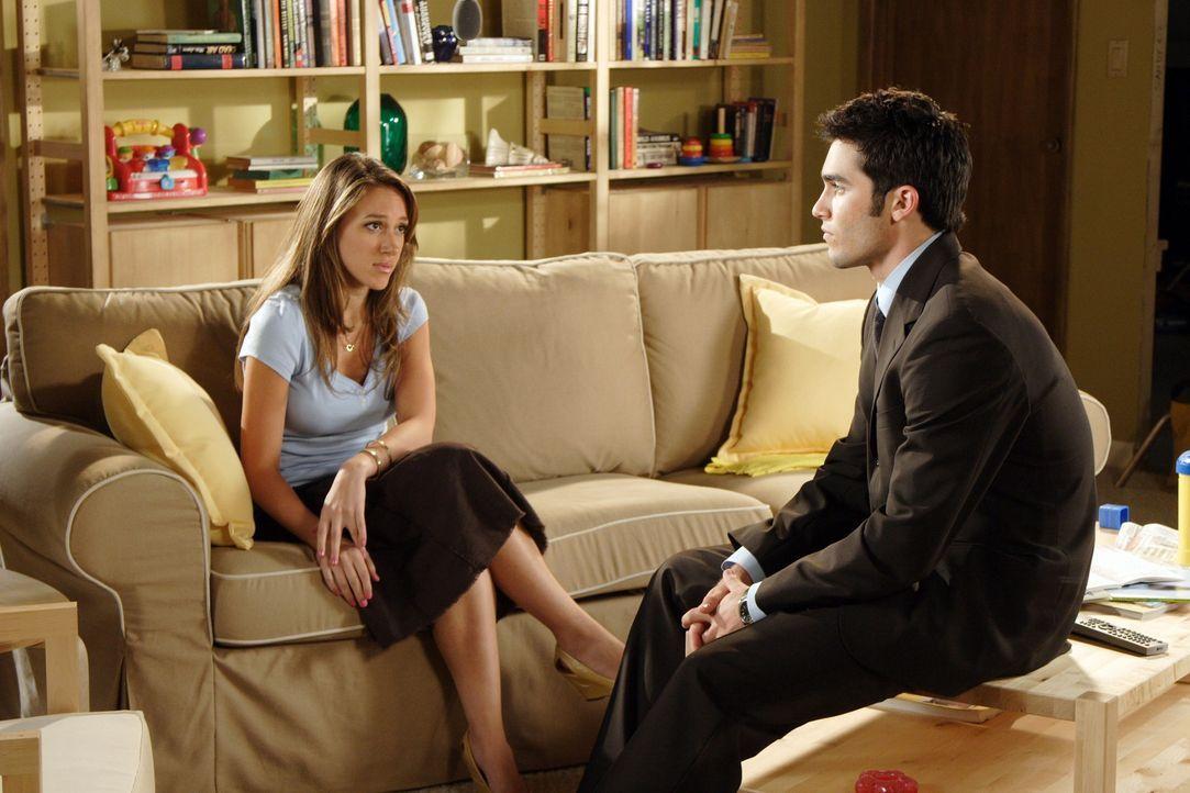 Weil Martin (Tyler Hoechlin, r.) Sandy (Haylie Duff, l.) in der Schwangerschaft nicht unterstützt hat, will er nun umso mehr seinem Sohn ein guter... - Bildquelle: The WB Television Network