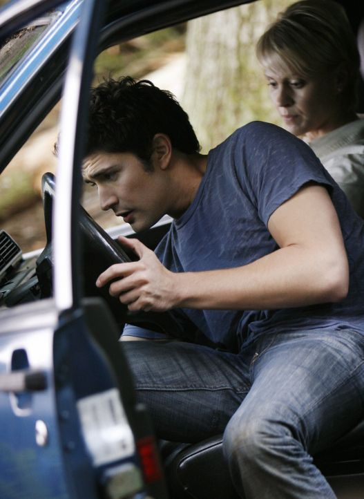 Während Jesse und Cassidy erneut aufeinander treffen, haben Kyle (Matt Dallas, l.), Nicole (Marguerite MacIntyre, r.) und Josh eine Unfall ... - Bildquelle: TOUCHSTONE TELEVISION