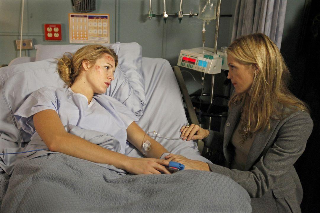 ...und so bringt ein Autounfall Mutter (Kelly Rutherford, r.) und Tochter (Blake Lively, l.) einander wieder näher. - Bildquelle: Warner Brothers