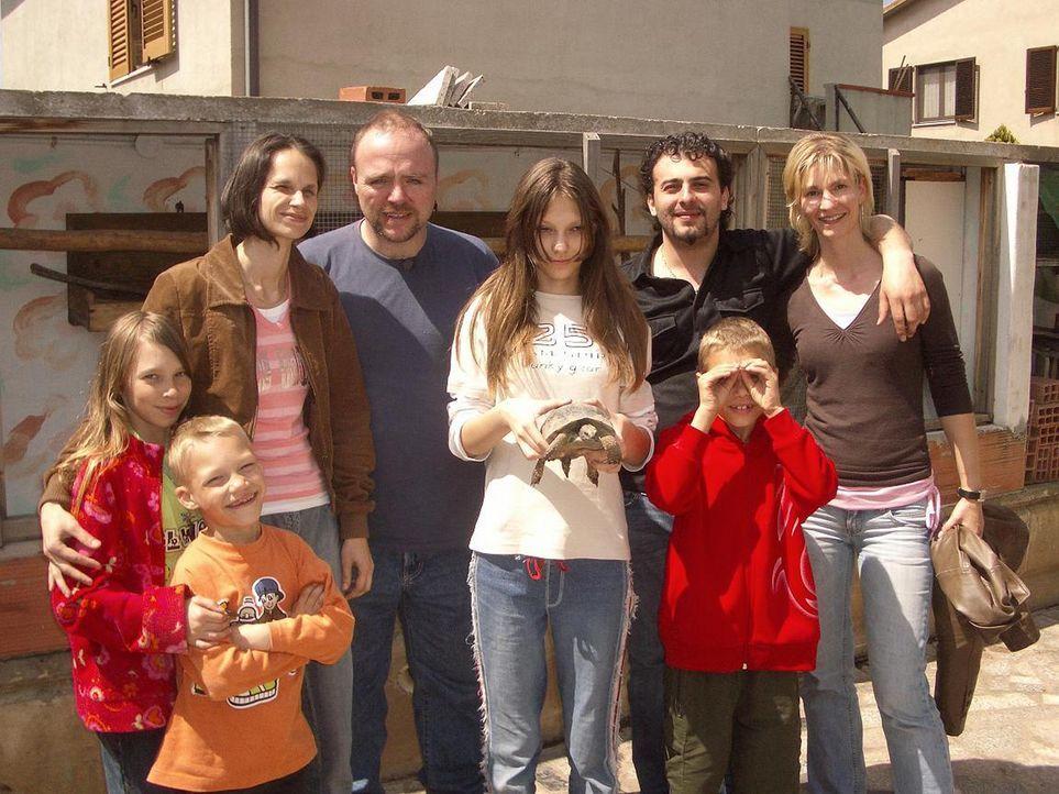 Ohne Job, ohne Sprachkenntnisse, aber mit viel Optimismus im Gepäck, wollen Thorsten Zipperich (39) und Marion Wilkens (35) mit ihren vier Kindern... - Bildquelle: kabel eins