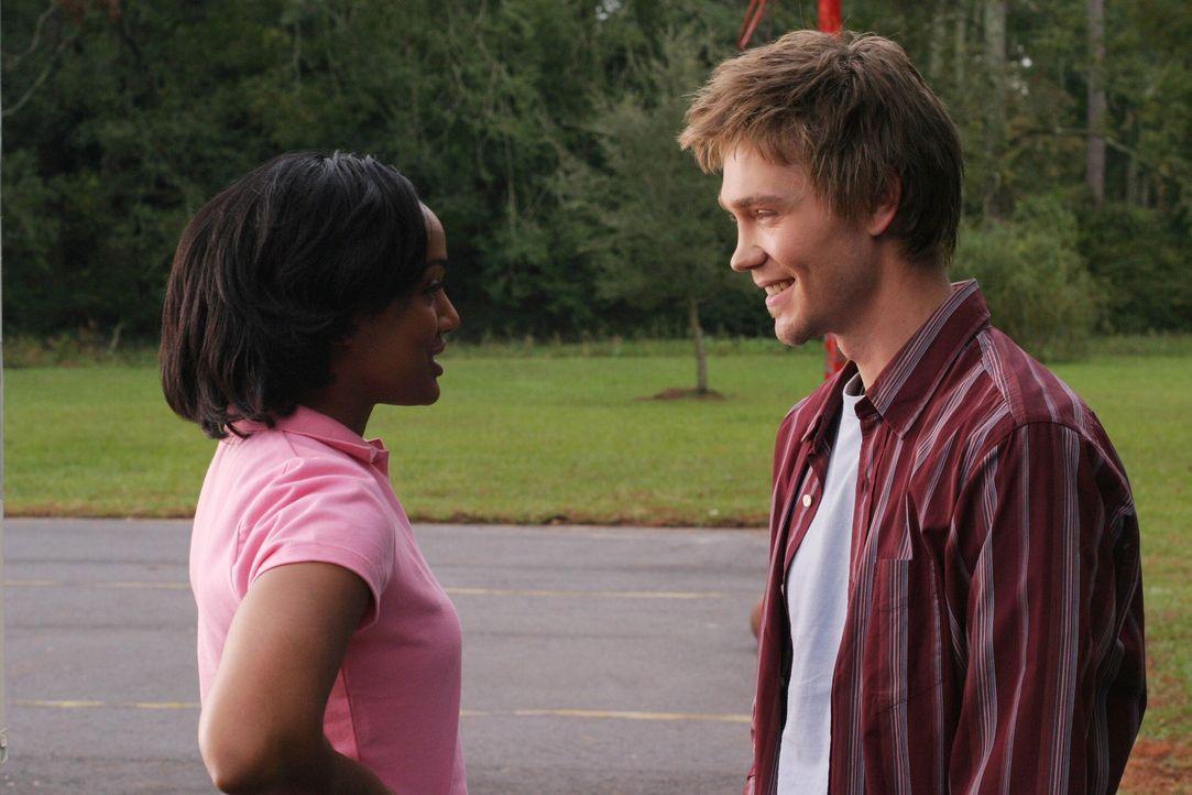 Die Freude über das Wiedersehen ist groß: Lucas (Chad Michael Murray, r.) und Faith (Mekia Cox, l.) haben sich schon lange nichts mehr voneinander... - Bildquelle: Warner Bros. Pictures