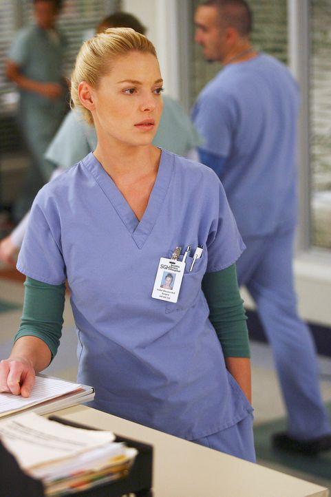 Izzie (Katherine Heigl) ist besorgt um George, der den Tod seines Vater durch Sexorgien mit Callie zu überwinden versucht ... - Bildquelle: Touchstone Television