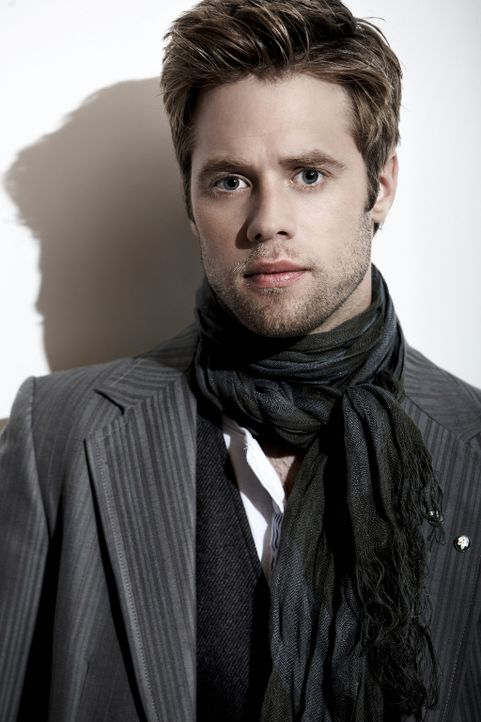 Kann langen Beinen nicht lange widerstehen: David Breck (Shaun Sipos) ... - Bildquelle: 2009 The CW Network, LLC. All rights reserved.