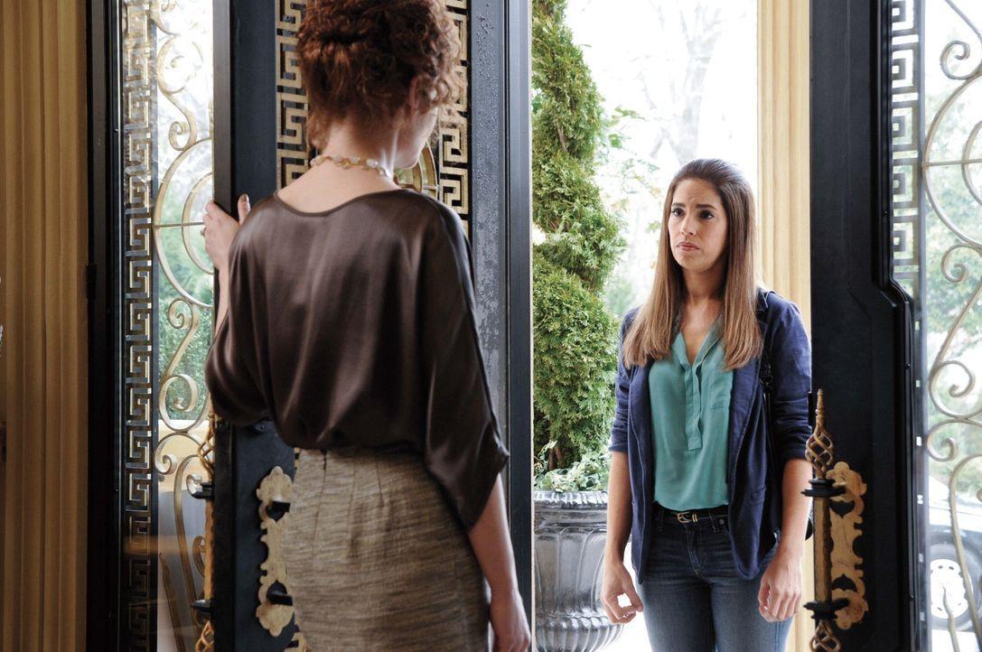 Marisol (Ana Ortiz, r.) versucht, ihren Job bei den Powells zurückzubekommen, um weiter Nachforschungen über den Tod von Flora anstellen zu können,... - Bildquelle: ABC Studios