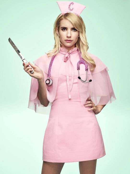 (2. Staffel) - Als angehende Medizinstudentin beginnt Chanel (Emma Robert) tatsächlich, im kuriosen Krankenhaus von Cathy Munsch zu arbeiten. Ist da... - Bildquelle: Tommy Garcia 2016 Fox and its related entities.  All rights reserved.