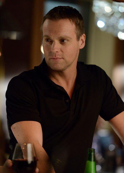 Schnell wird Charlie (Michael Shanks) klar, dass er nicht wie alle anderen ist ... - Bildquelle: 2012  Hope Zee One Inc.