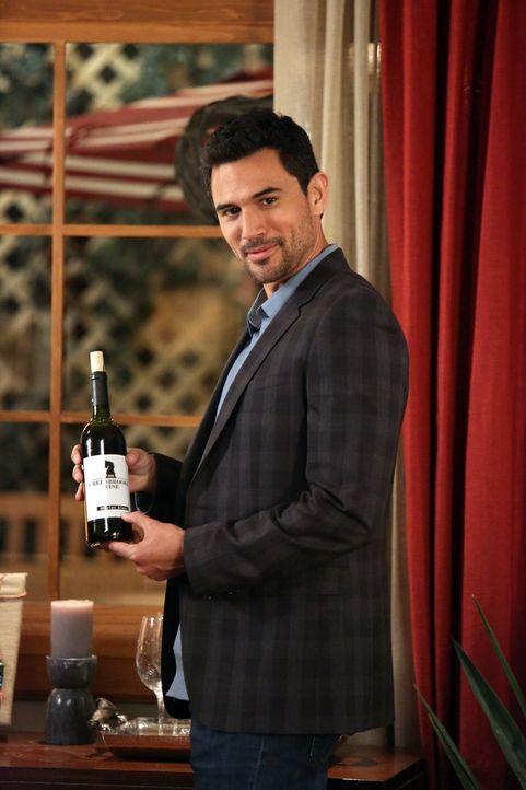 Während Javier (Ivan Hernandez) auf Wolke 7 schwebt, gerät ein anderer Mann in Lebensgefahr ... - Bildquelle: 2014 ABC Studios