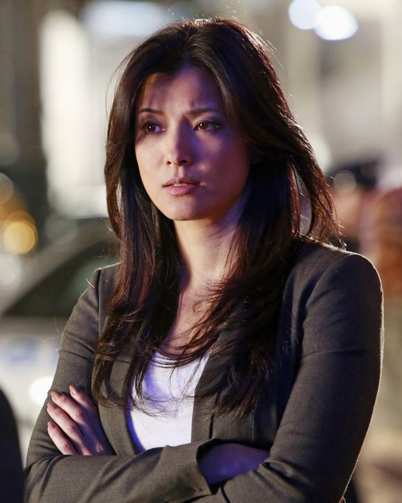 Hat Scarlet Jones (Kelly Hu) etwas mit dem Mord an Beau Randolph zu tun? - Bildquelle: 2012 American Broadcasting Companies, Inc. All rights reserved.