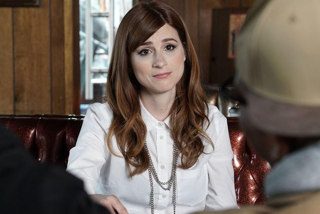 Während sich Gretchen (Aya Cash) plötzlich mit einem Band-Streit herumärgern muss, bekommt Lindsay einen unerwarteten Brief ... - Bildquelle: 2015 Fox and its related entities.  All rights reserved.