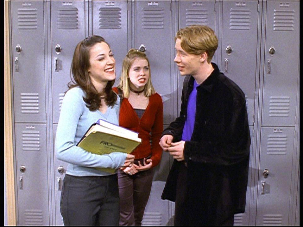 Sabrina (Melissa Joan Hart, M.) steht irritiert dabei, als Salem alias Gordie (Curtis Andersen, r.) sich plötzlich für Valerie (Lindsay Sloane, l.... - Bildquelle: Paramount Pictures