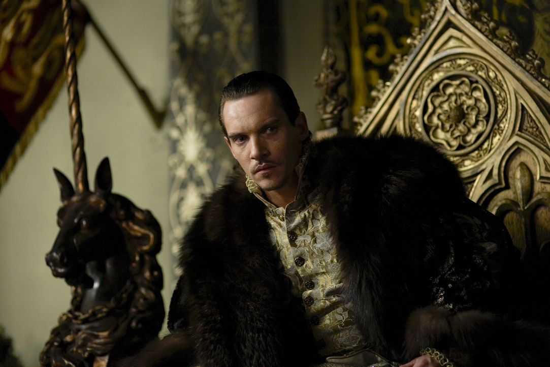 Ist enttäuscht, als er Anna von Klewe zum erstenmal zu Gesicht bekommt: König Henry VIII (Jonathan Rhys Meyers) ... - Bildquelle: 2009 TM Productions Limited/PA Tudors Inc. An Ireland-Canada Co-Production. All Rights Reserved.