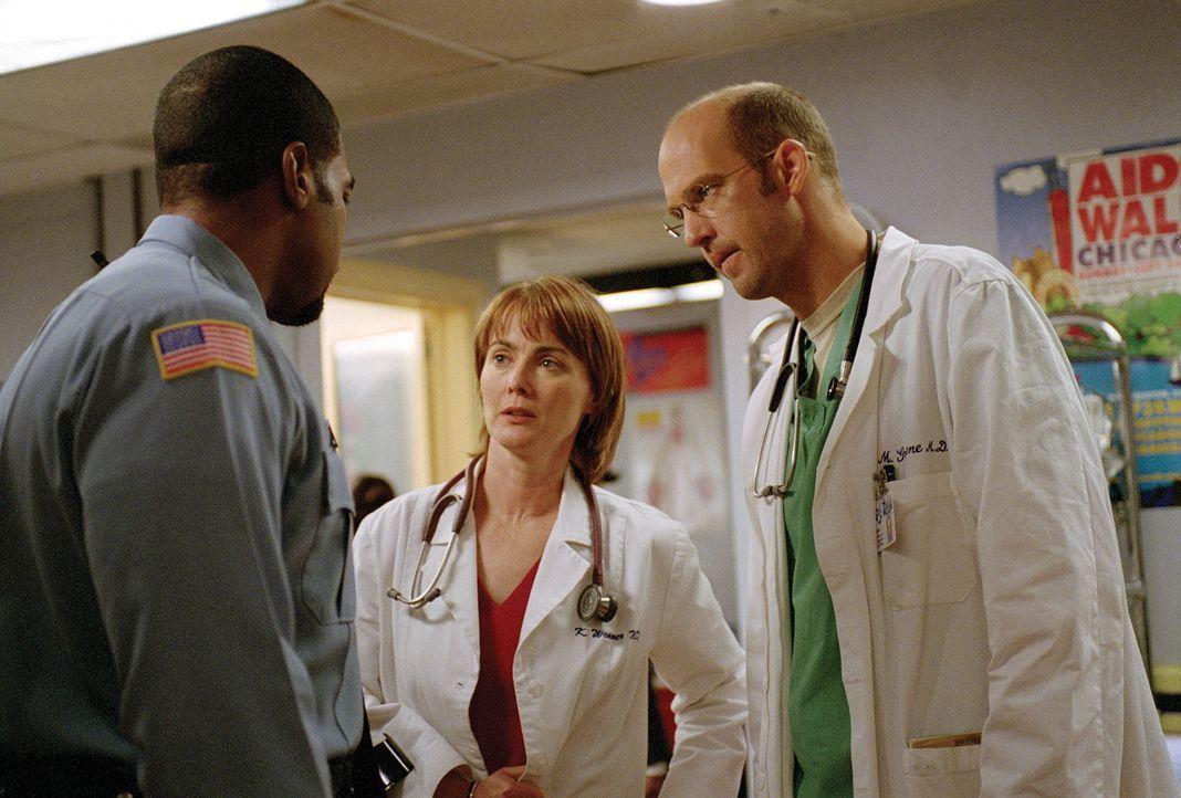 Weaver (Laura Innes, M.) und Greene (Anthony Edwards, r.) wollen die Verhaftung einer jungen Frau aufschieben. - Bildquelle: TM+  WARNER BROS.