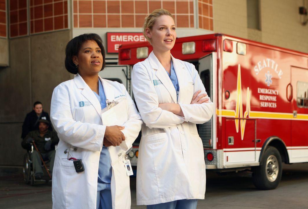 Bailey (Chandra Wilson, l.) und Izzie (Katherine Heigl, r.) können es kaum erwarten kann, dass die ersten Patienten in die neu eröffnete Denny Duq... - Bildquelle: Touchstone Television