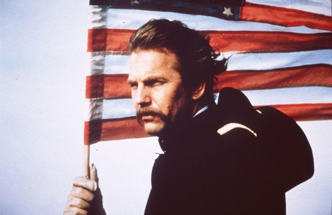 Der amerikanische Bürgerkrieg verändert das Leben von John (Kevin Costner) vollständig. Aufgrund einer schweren Verletzung wird er auf einen bris... - Bildquelle: Orion Pictures Corporation